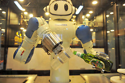 August 6, 2017 - Qingdao, Qingdao, China - Qingdao, CHINA-August 6 2017: (EDITORIAL USE ONLY. CHINA OUT) A robot waiter pours beer for customers at the beer festival in Qingdao, east China's Shandong Province, August 6th, 2017. (Credit Image: © SIPA Asia via ZUMA Wire)