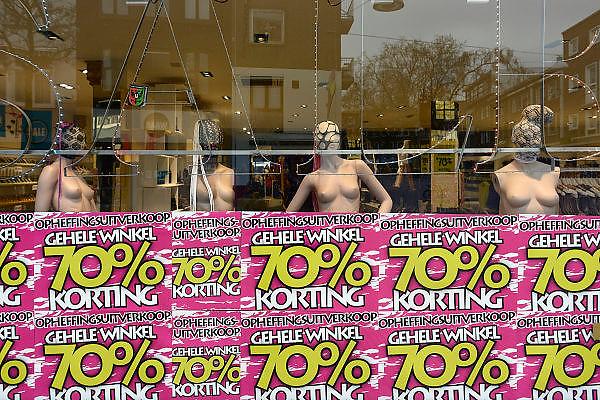 Nederland, Nijmegen, 15-12-2013In de binnenstad van Nijmegen komen steeds meer winkels leeg te staan. Winkeliers in de binnenstad, binnensteden, hebben naast de crisis ook veel last van verkoop van producten via internet.Foto: Flip Franssen/Hollandse Hoogte