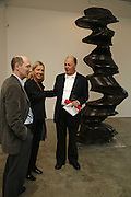 Jeremy Lewison, wona Blazwick and Nicholas Logsdail, Sculptures. Tony Cragg. Lisson Gallery. Bell st. Collectors opening. 15 May 2006.  ONE TIME USE ONLY - DO NOT ARCHIVE  © Copyright Photograph by Dafydd Jones 66 Stockwell Park Rd. London SW9 0DA Tel 020 7733 0108 www.dafjones.com