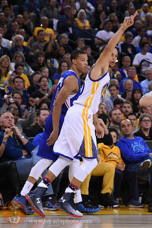 November 5, 2014; Oakland, CA, USA; Golden State Warriors guard Stephen Curry (30) celebrates in front of Los Angeles Clippers guard Jared Cunningham (9) during the fourth quarter at Oracle Arena. The Warriors defeated the Clippers 121-104.