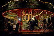 Londyn, 2009-10-24. Londyn nocą, karuzela na bulwarachTamizy,