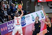 DESCRIZIONE : Varese FIBA Eurocup 2015-16 Openjobmetis Varese Telenet Ostevia Ostende<br /> GIOCATORE : Ovidijus Varanauskas<br /> CATEGORIA : Tiro<br /> SQUADRA : Openjobmetis Varese<br /> EVENTO : FIBA Eurocup 2015-16<br /> GARA : Openjobmetis Varese - Telenet Ostevia Ostende<br /> DATA : 28/10/2015<br /> SPORT : Pallacanestro<br /> AUTORE : Agenzia Ciamillo-Castoria/M.Ozbot<br /> Galleria : FIBA Eurocup 2015-16 <br /> Fotonotizia: Varese FIBA Eurocup 2015-16 Openjobmetis Varese - Telenet Ostevia Ostende