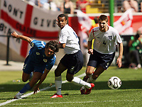 Photo: Chris Ratcliffe.<br /> England v Paraguay. Group B, FIFA World Cup 2006. 10/06/2006.<br /> Steven Gerrard (R) and Ashley Cole (C) of England clashes with Nelson Valdez of Paraguay.