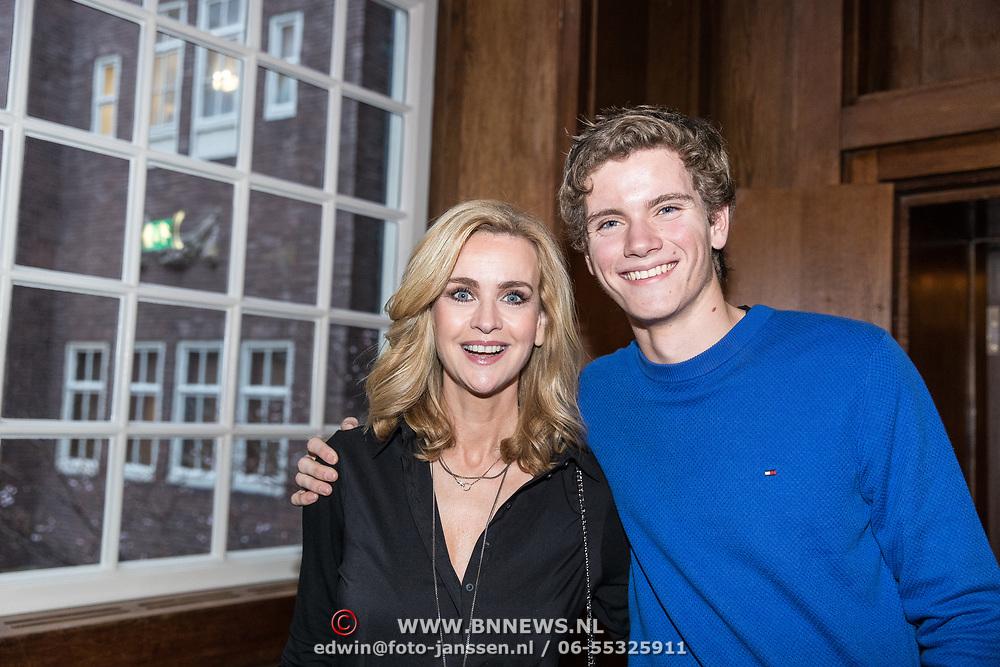 NLD/Amsterdam/20190221- boekpresentatie Daphne Deckers:  'Dubbel Zes', Daphne Deckers met haar zoon Alec Deckers
