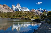 MACIZO DEL CERRO FITZ ROY O CHALTEN (3.405 m.s.n.m.) Y LAGUNA CAPRI, PARQUE NACIONAL LOS GLACIARES, PROVINCIA DE SANTA CRUZ, PATAGONIA, ARGENTINA (PHOTO © MARCO GUOLI - ALL RIGHTS RESERVED)