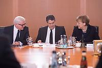 11 FEB 2014, BERLIN/GERMANY:<br /> Frank-Walter Steinmeier (L), SPD, Bundesaussenminister, Sigmar Gabriel (M), SPD, Bundeswirtschaftsminsiter, und Angela Merkel (R), CDU, Bundeskanzlerin, im Gespraech, vor Beginn der Kabinettsitzung, Bundeskanzleramt<br /> IMAGE: 20150211-01-026<br /> KEYWORDS: Kabinett, Sitzung, Gespräch