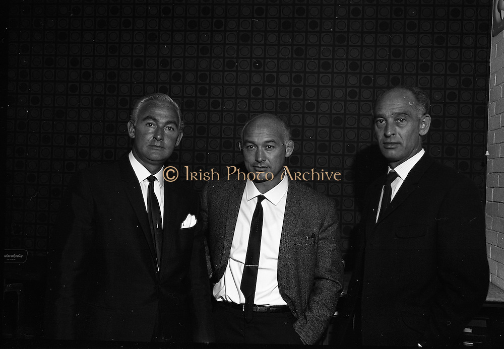 21/07/1967<br /> 07/21/1967<br /> 21 July 1967<br /> Leslie Vard, Jack Vard and Cecil Vard, Directors of Doreen Ltd. at Doreen Ltd., 12 Camden Row, Dublin 2.Cecil was chairman. He was a furrier on Grafton St but along with his brothers Leslie Jack Davy and Frankie they developed their fathers small dress making shop on I think Stamer St into Dorene Dublin Group employing 1.000's after going public. Julian another brother had a furrier shop on Harcourt St