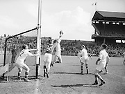 Neg No...598/8145-8149...1954AIJFCF...12. September 1954.12/09/54..All Ireland Junior Football Championship - Home Final..Kerry.3-6.Donegal.1-6.. . .