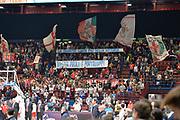 DESCRIZIONE : Milano Lega A 2015-16 Olimpia EA7 Emporio Armani Milano Giorgio Tesi Group Pistoia<br /> GIOCATORE : Pubblico<br /> CATEGORIA : Tifosi<br /> SQUADRA : Olimpia EA7 Emporio Armani Milano<br /> EVENTO : Campionato Lega A 2015-2016<br /> GARA : Olimpia EA7 Emporio Armani Milano Giorgio Tesi Group Pistoia<br /> DATA : 01/11/2015<br /> SPORT : Pallacanestro <br /> AUTORE : Agenzia Ciamillo-Castoria/I.Mancini<br /> Galleria : Lega Basket A 2015-2016 <br /> Fotonotizia : Milano  Lega A 2015-16 Olimpia EA7 Emporio Armani Milano Giorgio Tesi Group Pistoia<br /> Predefinita :