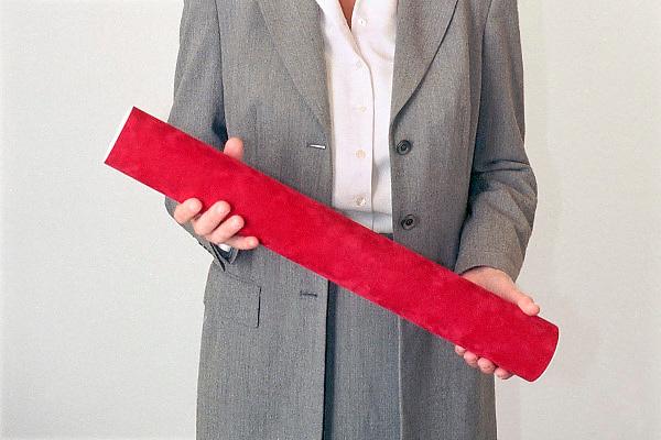 Nederland, Nijmegen, 5-10-2006 Promovenda houdt de koker met de academische, wetenschappelijke bul in haar handen. Foto: Flip Franssen