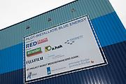 Koning Willem Alexander opent proefinstallatie Blue Energy in Breezanddijk op de Afsluitdijk. De Blue Energy, zoals de installatie heet, is de eerste installatie waarbij de winning van energie uit zoet en zout water in de praktijk wordt getest. <br /> <br /> <br /> King Willem Alexander opens pilot plant in Blue Energy Breezanddijk on the Dam. The Blue Energy, as the plant is called, is the first installation where the energy from fresh and salt water is tested in practice.<br /> <br /> op de foto / On thew photo: