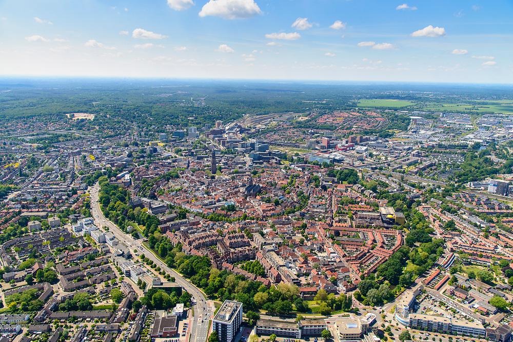 Nederland, Utrecht, Amersfoort, 29-05-2019; overzicht van binnenstad Amersfoort met rondom de stadsring. Boven de straten torent uit de Onze Lieve Vrouwentoren (bijnaam Lange Jan).<br /> Overview of city center Amersfoort with the city ring. Above the streets the Onze Lieve Vrouwe tower'<br /> luchtfoto (toeslag op standard tarieven);<br /> aerial photo (additional fee required);<br /> copyright foto/photo Siebe Swart