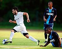 Fotball<br /> England<br /> Treningsleir Østerrike<br /> 22.07.2009<br /> Foto: Gepa/Digitalsport<br /> NORWAY ONLY<br /> <br /> West Ham United vs Bursaspor Kueluebue, Vorbereitungsspiel. Bild zeigt Volkan Sen (Kueluebue) und Luis Boa Morte (West Ham)