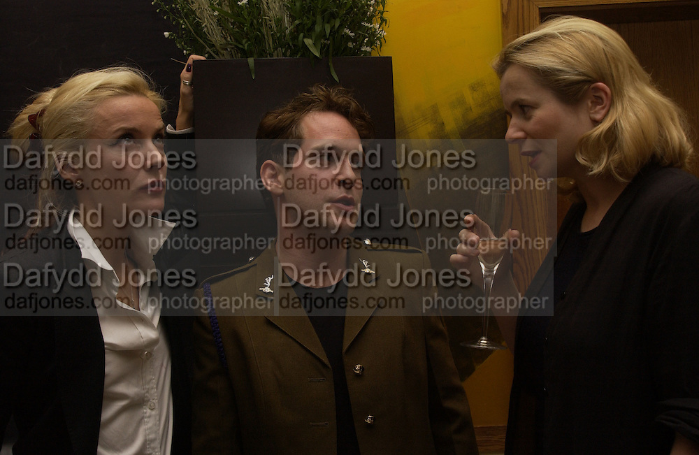 Daphne Guinness, Tom Hollander and Emily Watson. Uncle Vanya, Donmar Warehouse and afterwards at 1 Aldwych. 30 September 2002. © Copyright Photograph by Dafydd Jones 66 Stockwell Park Rd. London SW9 0DA Tel 020 7733 0108 www.dafjones.com