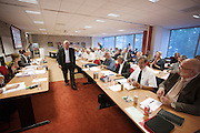 De Bondsraad van FNV Bouw vergadert in Woerden over het pensioenakkoord. De vakbond is akkoord gegaan met het gewijzigde pensioenakkoord en daarmee is er een meerderheid binnen de FNV gehaald.<br /> <br /> The Dutch trade union FNV Bouw is negotiating on the pension agreement with the Dutch government. The members agreed.