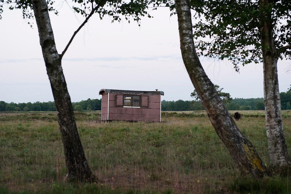 Nederland, Schoonloo, 30 juni 2010.Drents natuuurgebied met bouwkeet.Foto (c)  Michiel Wijnbergh