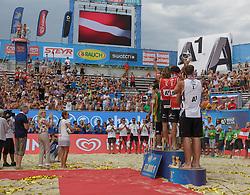 31.07.2016, Strandbad, Klagenfurt, AUT, FIVB World Tour, Beachvolleyball Major Series, Klagenfurt, Herren, im Bild Gustavo Carvalhaes (1, BRA), Saymon Barbosa Santos (2, BRA), Aleksandrs Samoilovs (1, LAT), Janis Smedins (2, LAT), Chaim Schalk (1, CAN), Ben Saxton (2, CAN). // during the FIVB World Tour Major Series Tournament at the Strandbad in Klagenfurt, Austria on 2016/07/31. EXPA Pictures © 2016, PhotoCredit: EXPA/ Gert Steinthaler