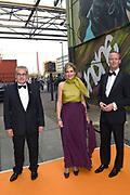 Koningin Máxima reikt op donderdag 26 mei in Eindhoven de Koning Willem I Prijs 2016 en de Koning Willem I Plaquette voor Duurzaam Ondernemerschap 2016 uit in Radio Royaal, Eindhoven.De Koning Willem I Prijs is een ondernemingsprijs die sinds 1958 tweejaarlijks wordt toegekend door de Koning Willem I Stichting.<br /> <br /> <br /> Queen Máxima presented on Thursday, May 26 in Eindhoven, the King Willem I Award in 2016 and the King William I Plaque for Sustainable Entrepreneurship 2016 in Radio Generous, Eindhoven.De King Willem I Prize is a company prize awarded biennially since 1958 by King William I Foundation.<br /> <br /> Op de foto: Aankomst Koningin Maxima / Arrival Queen Maxima
