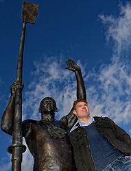 28-01-2015 GBR: Bas van de Goor meets Steve Redgrave, London<br /> Bas van de Goor ontmoet in de prestigieuze Leander Club uit Henley-on-Thames in Engeland zijn held en voorbeeld Steven Geoffrey Redgrave (23 maart 1962) is een Brits roeier, die tussen 1984 en 2000 tijdens vijf opeenvolgende Olympische Spelen goud behaalde. Voor zijn vijfde gouden medaille werd diabetes bij Steve geconstateerd