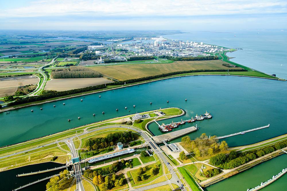 Nederland, Zeeland, Zeeuws-Vlaanderen, 19-10-2014; Terneuzen, Kanaal Gent - Terneuzen. Ingang kanaal en sluizen. In de achtergrond Dow Chemicals en de Westerschelde.<br /> Channel Gent - Terneuzen, entrance and locks.<br /> luchtfoto (toeslag op standard tarieven);<br /> aerial photo (additional fee required);<br /> copyright foto/photo Siebe Swart