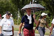 Nederland, Nijmegen, 16-7-2003<br /> Lopen, wandelen in de hitte van de tweede dag van de vierdaagse, 4daagse, 4-daagse, wandelmars, wandelsport,afzien<br /> Foto: Flip Franssen/Hollandse Hoogte