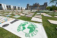 24 APR 2020, BERLIN/GERMANY:<br /> Aktion von Fridays for Future im Rahmen von Netzstreik fuers Klima, #netzstreikfuersklima : Aktivisten befestigen hunderte von Schildern mit Forderungen zur Rettung des Klimas auf dem Platz der Republik vor dem Deutschen Bundestag / Reichstagsgebaeude<br /> IMAGE: 20200424-01-006<br /> KEYWORDS: Demo, Demonstration, Protest, Klimawandel, climate change, action, Corona, #netzstreikfürsklima