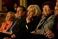 23 OCT 2003, BERLIN/GERMANY:<br /> Gerhard Schroeder (Mi-L), SPD, Bundeskanzler, und Renate Schmidt (Mi-R), SPD, Bundesfamilienministerin, und ehemalige Bundesfamilienministerinnen, waehrend der 50-Jahr-Feier des Bundesfamilienministeriums, Berliner Ensemble<br /> IMAGE: 20031023-01-019<br /> KEYWORDS: Gerhard Schöder