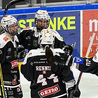 21.11.2020, Eissporthalle am Huehnerberg, Memmingen, DFEL, ECDC Memmingen Indians vs Mad Dogs Mannheim, <br /> im Bild Torjubel nach 4:3, Sonja Weidenfelder (Memmingen, #19), Marina Swikull (Memmingen, #18), Savannah Rennie (Memmingen, #44), Daria Gleißner / Gleissner (Memmingen, #20)<br /> <br /> Foto © nordphoto / Hafner