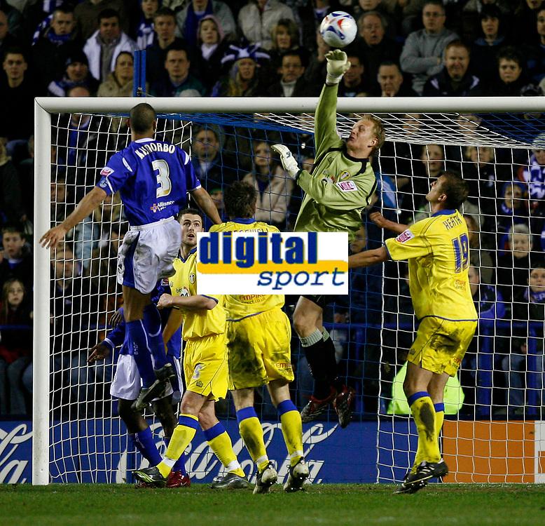 Photo: Steve Bond.<br />Leicester City v Leeds United. Coca Cola Championship. 13/03/2007. Caspar Ankergren punches clear