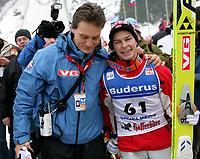 Trainer Mika Kojoukowski (L) mit Anders Jacobsen (NOR). © Andre Albrecht/EQ Images
