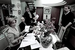 A candidata ao governo do Estado do RS Yeda Crusius durante os preparativos para o debate. FOTO: Jefferson Bernardes/Preview.com