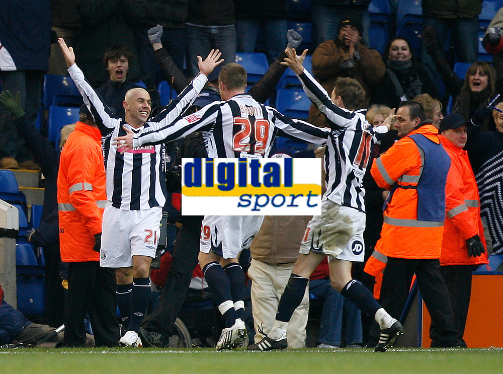 Photo: Steve Bond/Sportsbeat Images.<br /> West Bromwich Albion v Charlton Athletic. Coca Cola Championship. 15/12/2007. Kevin Phillips (L) is congratulated by Chris Brunt (C) and Zoltan Gera (L)