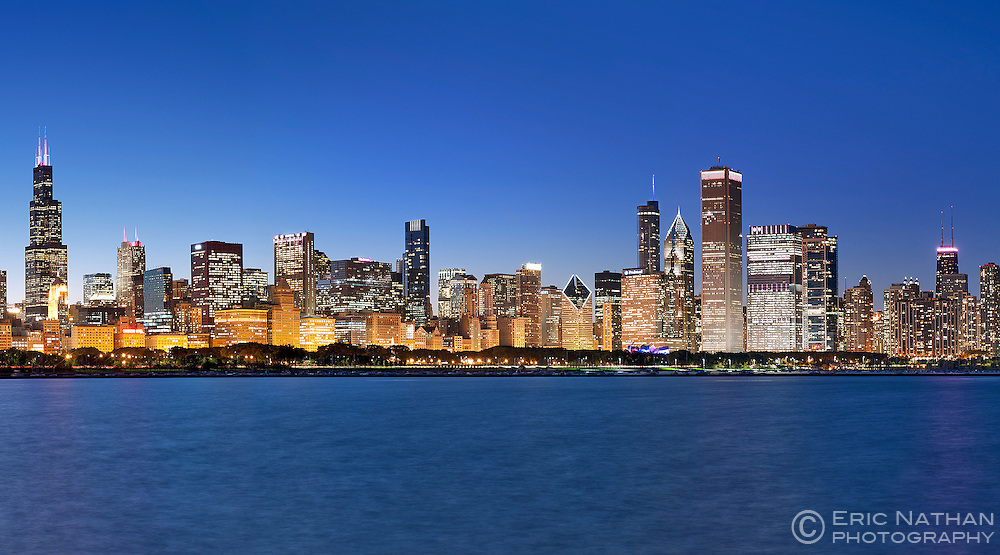 Dusk view of the Chicago skyline in Illinois, USA.