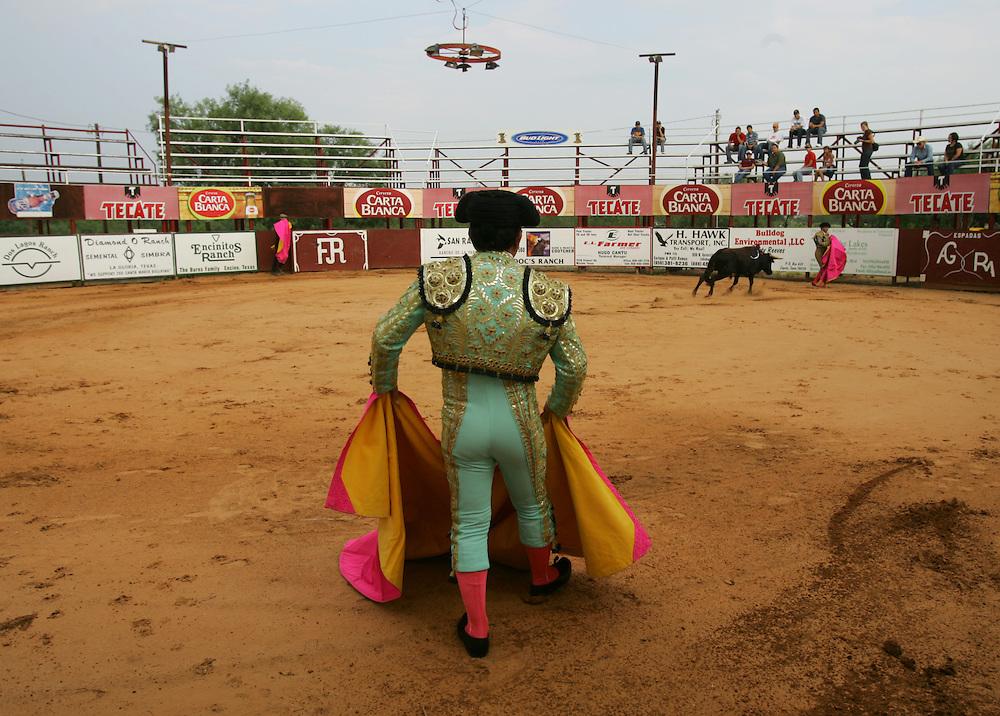 La Gloria, TX - 31 Aug 2008 -.Longino Mendoza in action during Sunday's bloodless bullfight at the Santa Maria Bullring..Photo by Alex Jones / ajones@themonitor.com