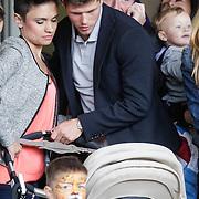 NLD/Amsterdam/20120604 - Vertrek Nederlands Elftal voor EK 2012, Klaas Jan Huntelaar neemt afscheid van zijn partner Maddy Schoolderman en zoontje Seb