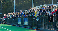 UTRECHT - Veel publiek langs de lijn  tijdens de hoofdklasse hockeywedstrijd dames, Kampong-Amsterdam (0-2).  COPYRIGHT KOEN SUYK