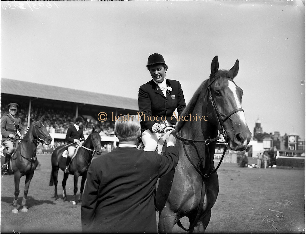 """02/08/1960<br /> 08/02/1960<br /> 02 August 1960<br /> R.D.S Horse Show Dublin (Tuesday). Miss Pat Smythe on """"Flanagan"""" winner of the International Jumping competition receives  her rosette from Baron R. de Soultrait (F.E.Q.) at the Dublin Horse Show."""