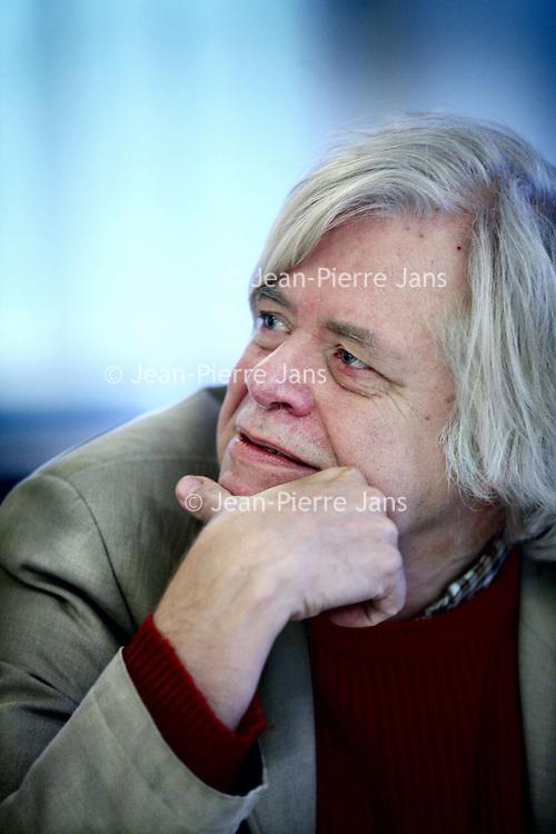 Nederland, Amsterdam , 2 november 2012.<br /> Rondetafelgesprek mediajournalisten in Lloyd Hotel.<br /> v.l.n.r. Jean Pierre Geelen (48)3,5 jaar recensent Volkskrant<br /> Hans Beerekamp (zie foto) (60) sinds 2003 NRC<br /> Mark Moorman (52) Al twintig jaar in Lips-carousel<br /> Willem Pekelder (53) Bijna 3 jaar Trouw<br /> <br /> Foto:Jean-Pierre Jans