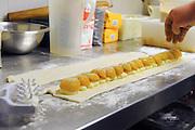 preparation of peach and custard pie