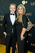 Nederlandse galapremiere van de Disney-klassieker Lion King in Pathe Tuschinski, Amsterdam.<br /> <br /> Op de foto:  Laura Vlasblom met haar zoon Sem