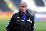 Hull city manager Steve Bruce looks on before k/o.  Barclays Premier league match, Hull city v Cardiff city at the KC Stadium in Hull on Sat 14th Sept 2013. pic by Andrew Orchard, Andrew Orchard sports photography,