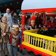 Vernieuwde Maxis Muiden bestaat 1 jaar, clown, sminken, en ballonnen
