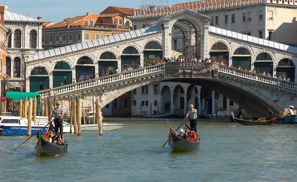 Gondola At The Rialto Bridge - Venice Italy .<br /> <br /> Visit our ITALY HISTORIC PLACES PHOTO COLLECTION for more   photos of Italy to download or buy as prints https://funkystock.photoshelter.com/gallery-collection/2b-Pictures-Images-of-Italy-Photos-of-Italian-Historic-Landmark-Sites/C0000qxA2zGFjd_k