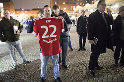 """© Licensed to London News Pictures . 03/11/2017 . Manchester , UK . A man with a Manchester United shirt with """" RIP 22 MANCHESTER """" printed on the back faces towards a counter protest organised by Unite Against Fascism . Fans of Tommy Robinson (real name Stephen Yaxley-Lennon ) and anti-fascist counter demonstrators at the launch of the former EDL leader's book """" Mohammed's Koran """" at Castlefield Bowl . Originally planned as a ticket-only event at Bowlers Exhibition Centre , the launch was moved at short notice to a public location in the city . Photo credit : Joel Goodman/LNP"""