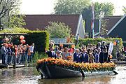 Koningsdag 2014 in de Rijp, het vieren van de verjaardag van de koning. / Kingsday 2014 in the Rijp , celebrating the birthday of the King. <br /> <br /> <br /> Op de foto / On the photo:   Koning Willem-Alexander en  koningin Maxima met prinses Beatrix en hun familie  maken een vaartocht door de Buizenhaven<br /> <br /> King Willem-Alexander and Princess Maxima with Queen Beatrix and their families make a trip through the Port