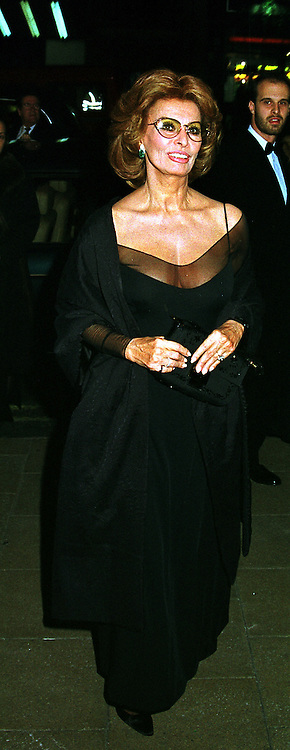 Actress SOPHIA LOREN at a reception in London on 17th November 1999.MZC 26
