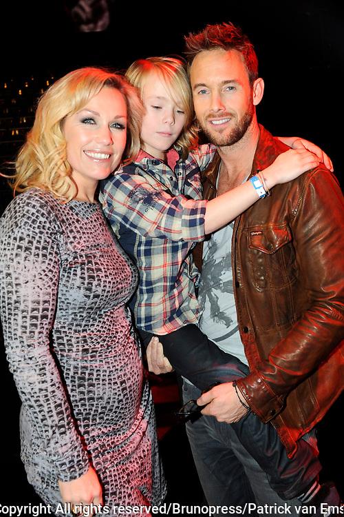 Deelnemers van de Voice of Holland -  Charly Luske en partner Tanja Jess en hun zoonyje