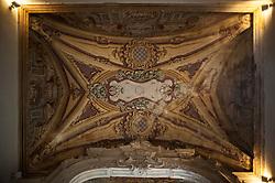 Palazzo Granafei, è la residenza baronale dell'omonima famiglia che ebbe in feudo Sternatia dal 1733. La sua costruzione è attribuita all'architetto leccese Mauro Manieri prima del 1743 e fu realizzato seguendo lo stile del barocco salentino. Sorge al posto di un precedente castello bizantino e poi aragonese, di cui sono visibili i resti in un portone con arco durazzesco di un'abitazione privata.<br /> La facciata nobiliare dell'edificio è caratterizzata da un elaborato portale d'ingresso, sormontato dallo stemma della famiglia Granafei, e da una lunga balaustra di coronamento che interessa tutto il prospetto. Il lato posteriore del complesso presenta una forma austera, priva di qualsiasi elemento decorativo, e si distingue per il basamento scarpato. Il palazzo è strutturato in tre livelli distribuiti attorno ad una corte interna. Gli ambienti comprendono le stanze residenziali, i magazzini, alcuni locali adibiti a Corte di Giustizia e carceri. Il primo piano è decorato con affreschi rococò di scene mitologiche e di divinità, opera di artisti salentini tra cui Serafino Elmo. Tra le opere d'arte conservate è rilevante una tela seicentesca di Cesare Fracanzano. <br /> (fonte: wikipwedia.org)