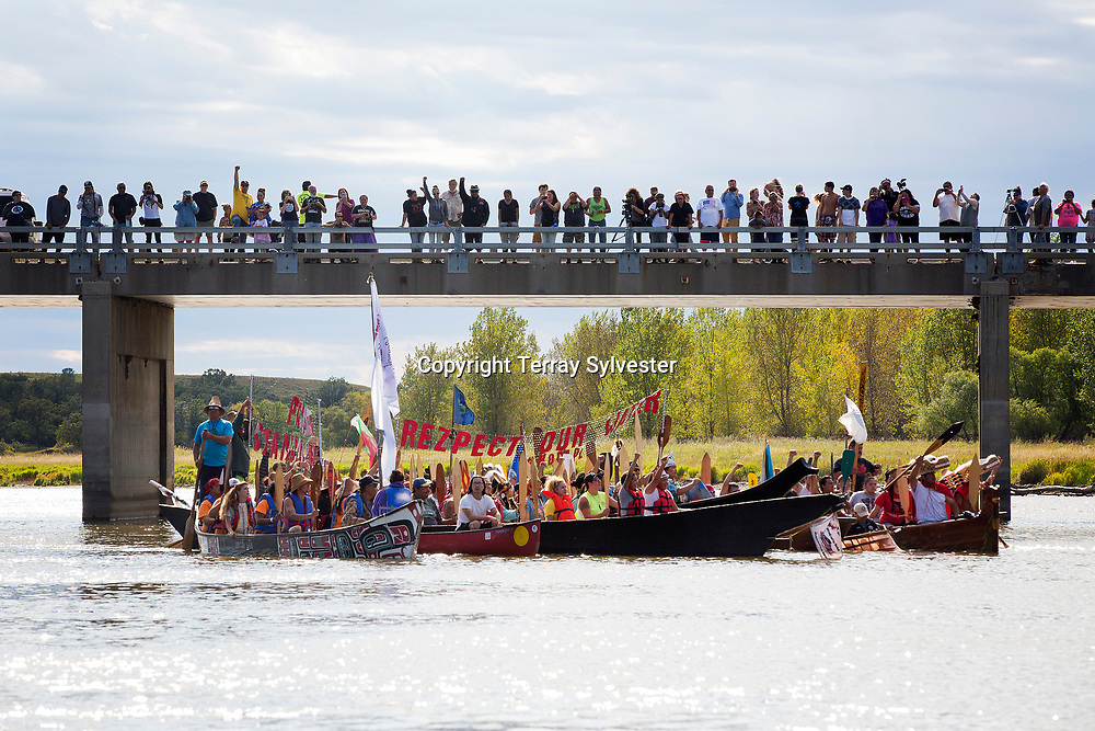 Opponents of the Dakota Access oil pipeline paddle dugout canoes to the resistance camp on the edge of the Cannonball River and the Standing Rock Sioux Reservation on September 8, 2016. Cannon Ball, North Dakota, United States.