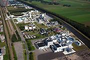 Nederland, Groningen, Veendam, 08-09-2009; chemische industrie, verwerkt magnesium oxide (in de vorm van pekel) afkomstig uit de magnesium rijke zoutlagen in de omgeving van Veendam. Magnesium verbindingen wordt onder meer toegepast in medicijnen, voedingsmiddelen en plastics en zouten voor de gladheid bestrijding.Chemical industry, processing magnesium oxide (in the form of brine) from the magnesium-rich salt deposits near Veendam. Magnesium compounds are used in  medicine, food, plastics and anti-slip salt.luchtfoto (toeslag); aerial photo (additional fee required); .foto Siebe Swart / photo Siebe Swart